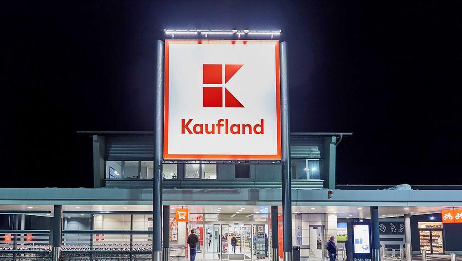 Kaufland-Filiale am Abend: Noch ist der Real-Deal nicht in trockenen Tüchern