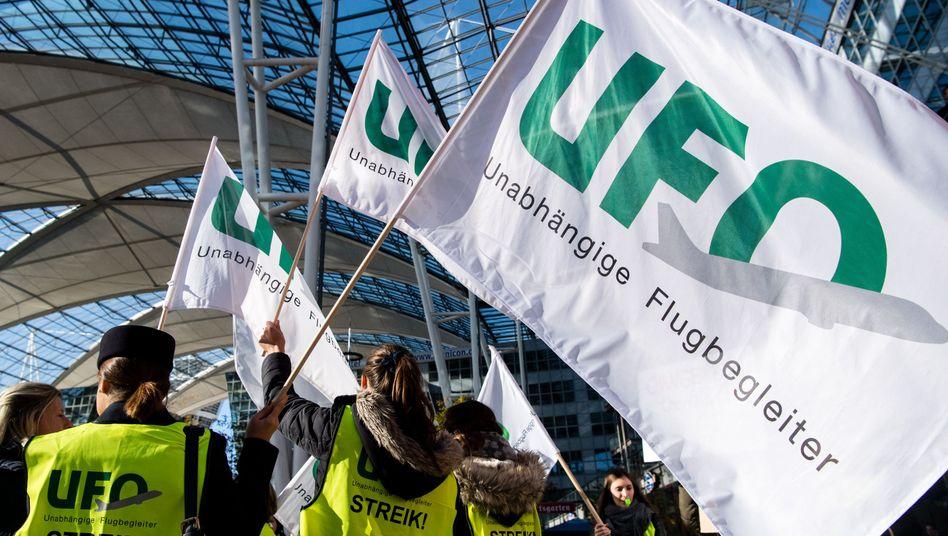 Streikende Flugbegleiter in München (Archivaufnahme)