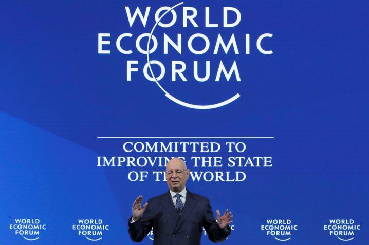 """WEF-Gründer Schwab: """"Das Treffen wird den Zustand der Welt betrachten und zusammenarbeiten, um den Zustand der Welt zu verbessern"""""""