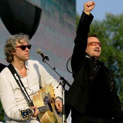 """""""Reine Farce"""": Die politisierenden Popsänger Bob Geldof (li.) und Bono sind unzufrieden"""