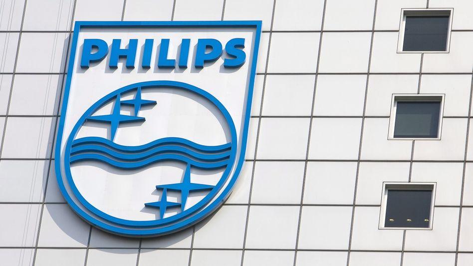 ARCHIV - Das Bild zeigt das Logo des Elektronikkonzerns Philips am 16.04.2007 in Eindhoven, Niederlanden. Philips veröffentlicht am 22.07.2013 die Zahlen zum zweiten Quartal. Foto: EPA/Lex van Lieshout +++(c) dpa - Bildfunk+++