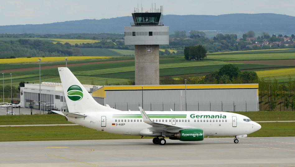"Flugzeug der Fluggesellschaft Germania: ""Kurzfristiger Liquiditätsbedarf"""