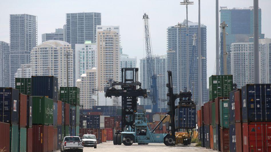 Container im Hafen von Miami