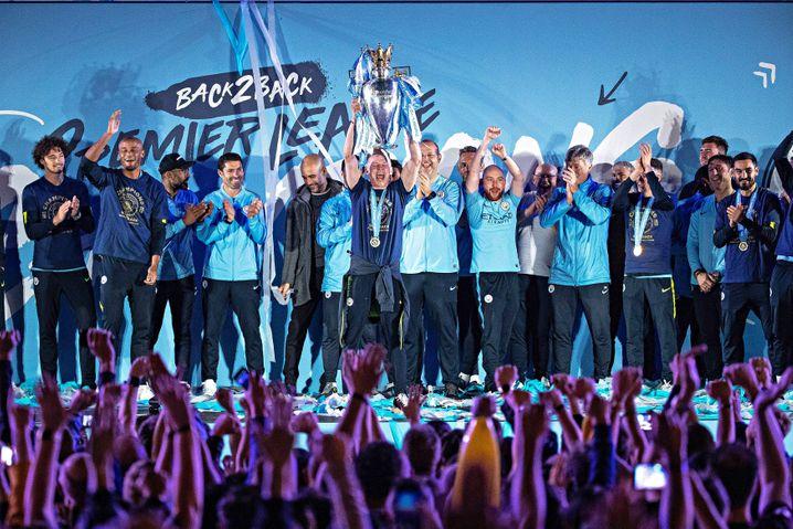 Ballakrobaten: Manchester City feiert die Meisterschaft.