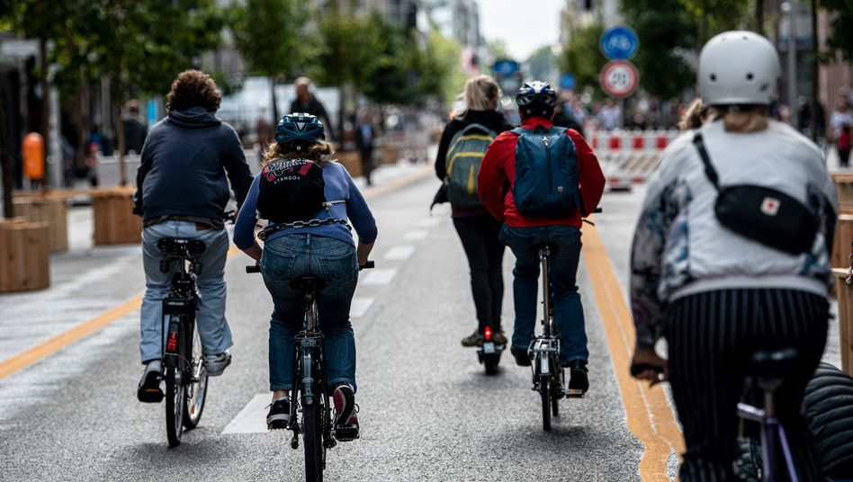Boomgeschäft: Radfahrer auf der Berliner Friedrichstraße