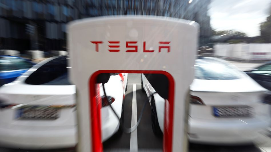 Tesla-Supercharger-Station in Berlin