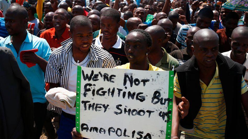 Kampf um Arbeit: Protestierende Minenarbeiter in Südafrika
