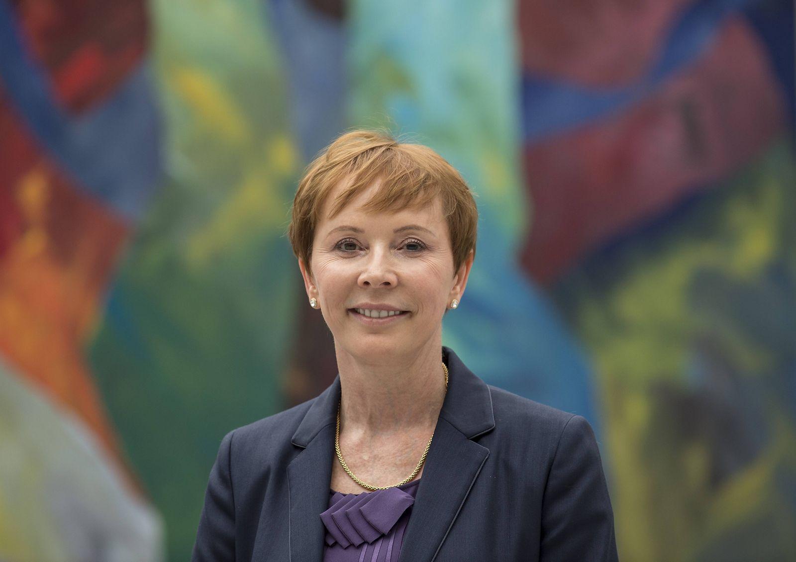EINMALIGE VERWENDUNG Erica Mann / Bayer