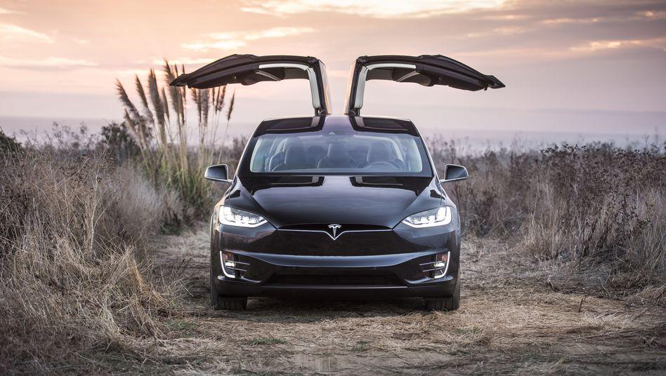 Tesla Model X mit Flügeltüren: Die komplizierte Türtechnik hat Kinderkrankheiten, warnen US-Verbraucherschützer