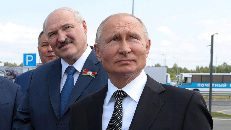 Brüder im Geiste: Die Autokraten Lukaschenko (l.) und Putin.