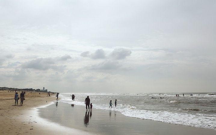 16 Uhr und am Wochenende Abendblau: Der Küstenort Bloemendaal ist für Städter ein beliebtes Ausflugsziel