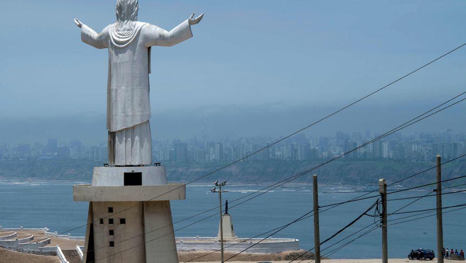 Christus-Statue: Odebrecht hat diese 37-Meter-Statue in Lima gestiftet. In anderen Ländern war der brasilianische Mischkonzern offenbar auch mit Schmiergeldzahlungen unterwegs