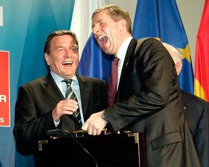 Genosse der Bosse: Ex-Kanzler Schröder (SPD), hier mit dem ehemaligen Siemens-Chef Klaus Kleinfeld, wurde eine besondere Nähe zu Topmanagern nachgesagt