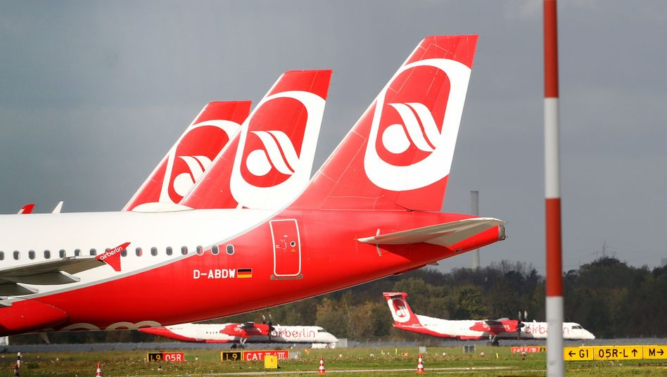 Air-Berlin-Maschinen auf dem Flughafen in Düsseldorf: Auch Anleger von Flugzeugfonds sind von der Airline-Pleite betroffen