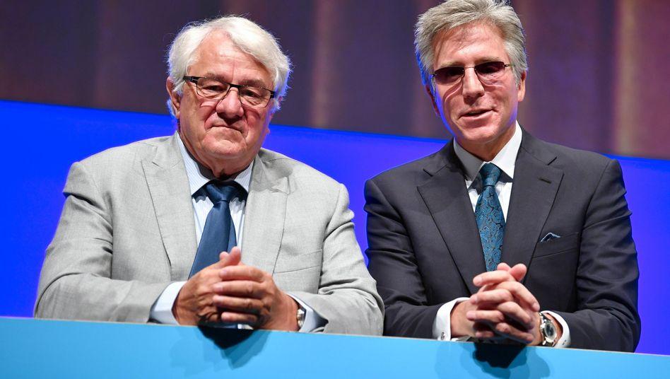 Mussten sich im vergangenen Jahr wegen der hohen Manager-Gehälter viel Kritik anhören: SAP-Aufsichtsratschef Hasso Plattner (links) und Vorstandschef Bill McDermott (r)