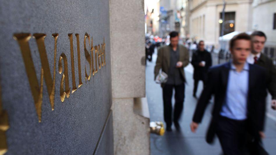 Straßenszene im New Yorker Finanzbezirk rund um die Wall Street (Archivaufnahme)