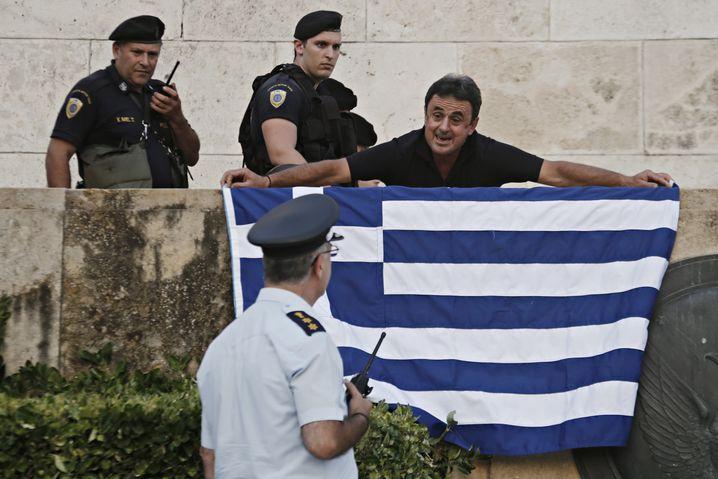 Proteste gegen Sparauflagen in Athen: Vor der Abstimmung im Parlament über das Reformpaket legen die griechischen Staatsdiener mal wieder die Arbeit nieder