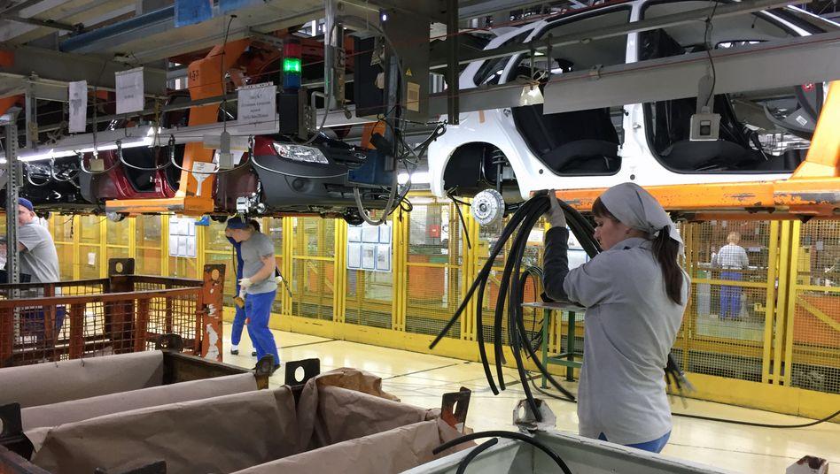 Werk in Togliatti an der Wolga: Arbeiter des Autobauers Avtovaz
