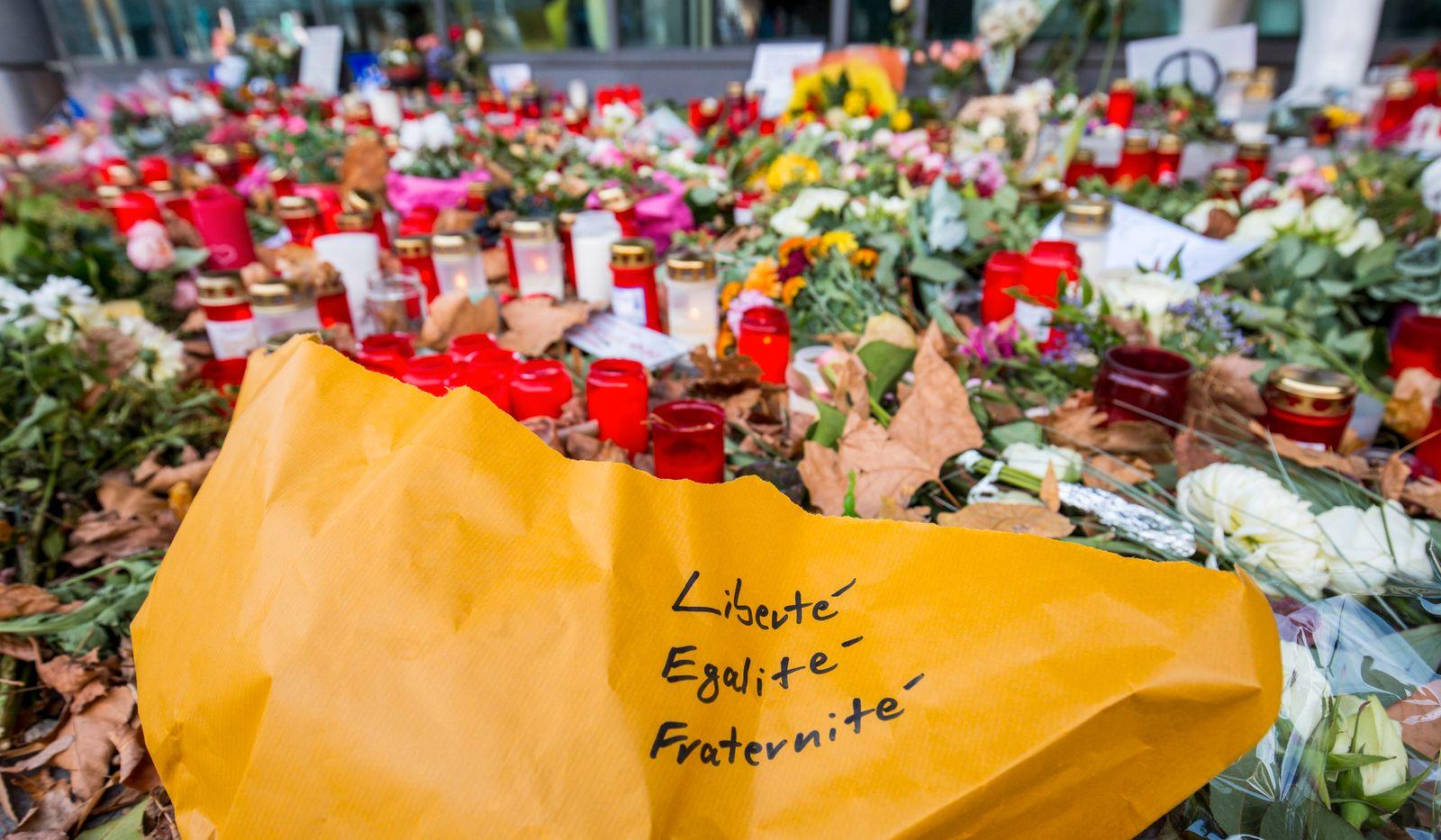 Nach Attentaten von Paris - Bayerische Staatsregierung kondoliert