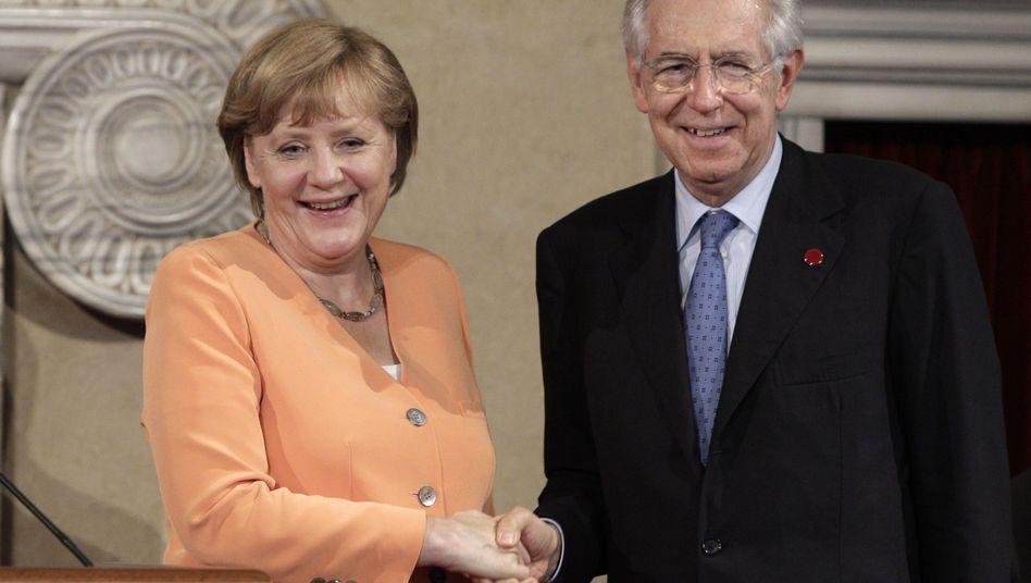 Traute Zweisamkeit: Kanzlerin Merkel und Ministerpräsident Monti in Rom