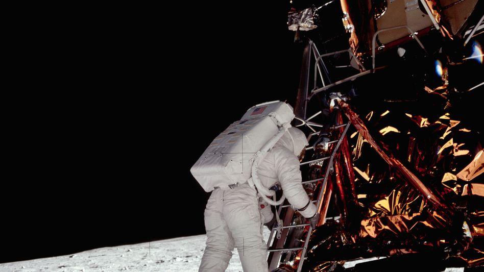 """Manche Führungskräfte glauben, mit unerreichbaren Zielvorgaben zu Höchstleistungen motivieren zu können. Ihr Motto: """"Reach for the stars to get to the moon"""". Dabei kann man auch direkt auf dem Mond landen, wenn man das will."""