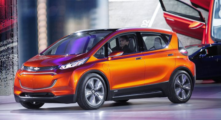GM-Elektroauto Bolt: Das Elektroauto mit 200 Meilen Reichweite soll 2017 auf den Markt kommen - wie auch Teslas Model III