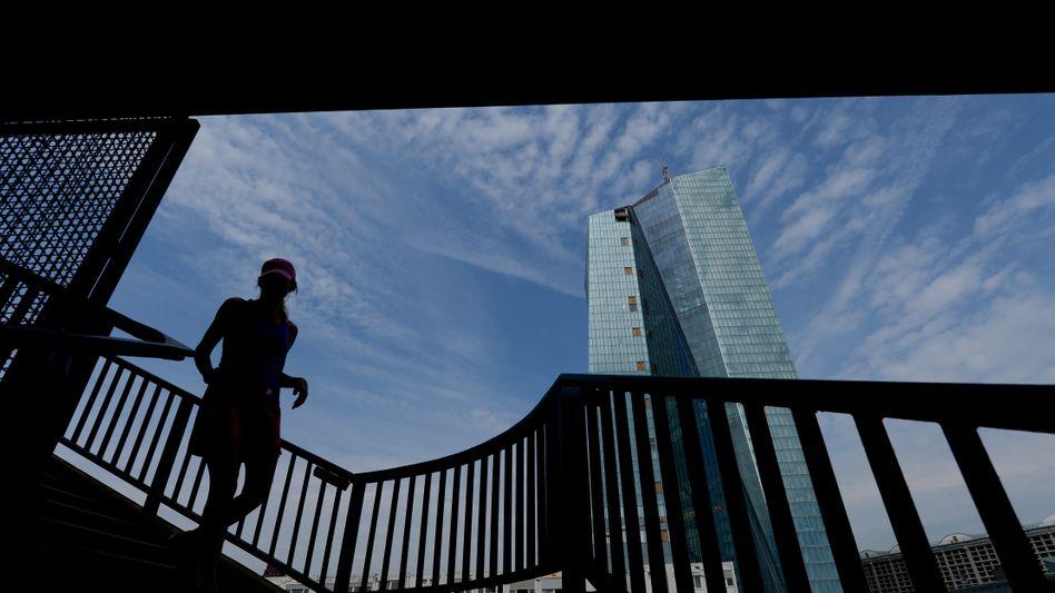 Interne Informationen ausdrücklich erwünscht: Verstoßen Banken gegen geltendes Recht, sollen sich Insider künftig vertrauensvoll an die Aufsicht der EZB wenden können