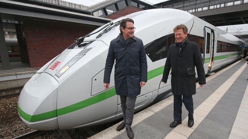 """Bundesverkehrsminister Andreas Scheuer (CSU, l) mit Bahnchef Richard Lutz: """"Statt zu Verboten, Tempolimits oder dem Verteuern von Mobilität zu greifen, müssten Bahnverbindungen noch attraktiver gemacht werden"""""""