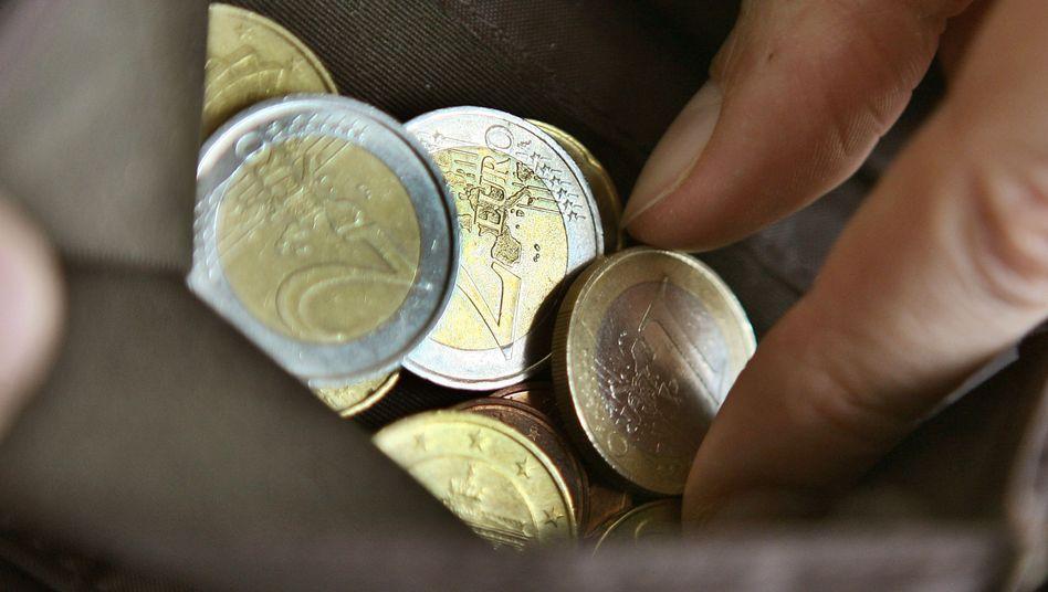 Bargeld lacht: Sparer sollten die Entscheidungen der Zentralbanken genau im Blick behalten.