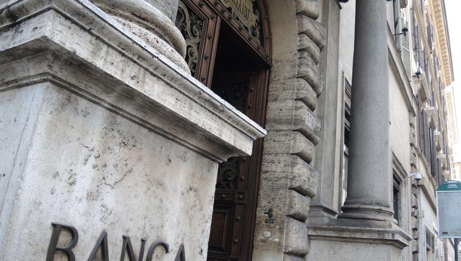 Unicredit-Filiale in Rom: Viele Banken saugen sich mit Staatsanleihen ihres eigenen Landes voll. Dies könnte eine Krise verschärfen