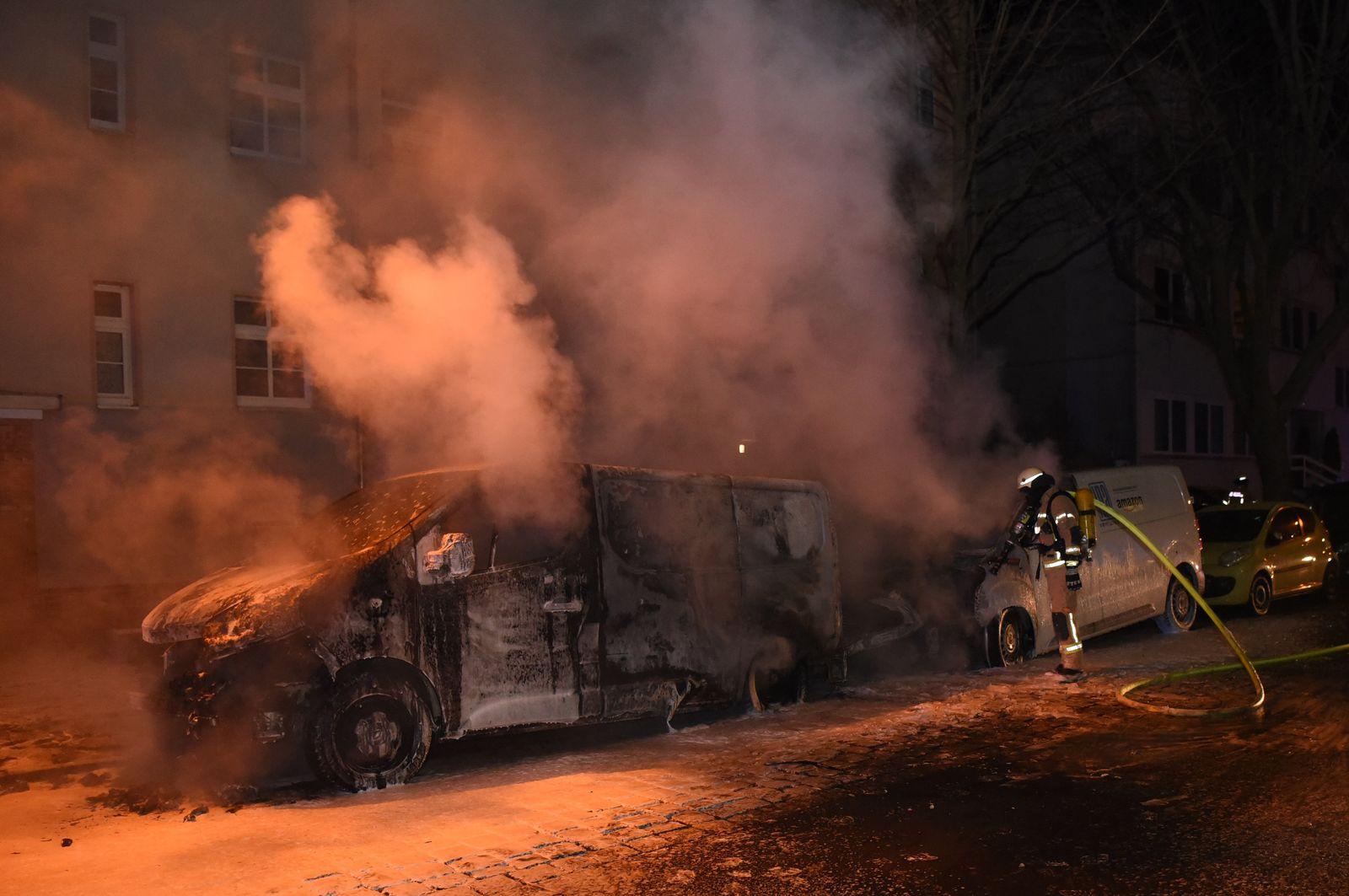 Amazon/ Lieferfahrzeuge/ Feuer