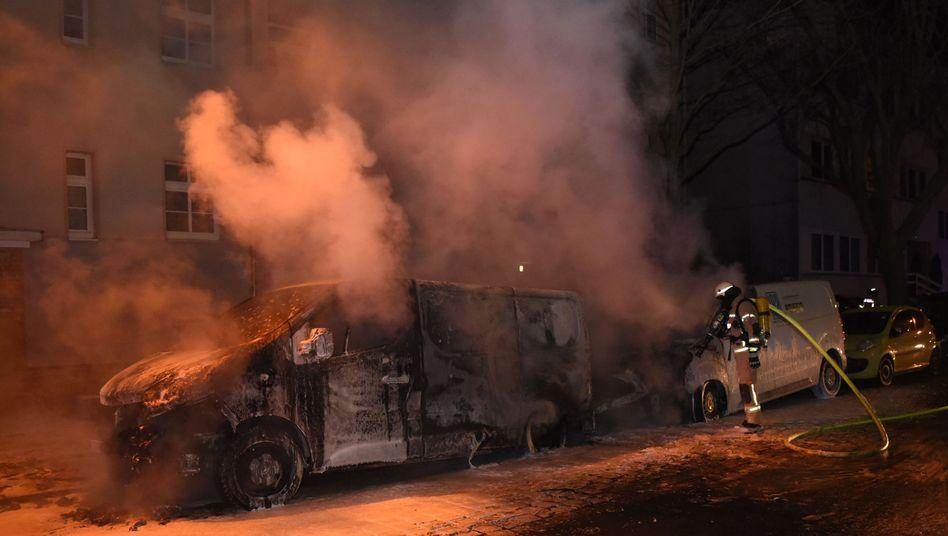 Amazon-Lieferfahrzeuge brannten in der Nacht zu Freitag aus