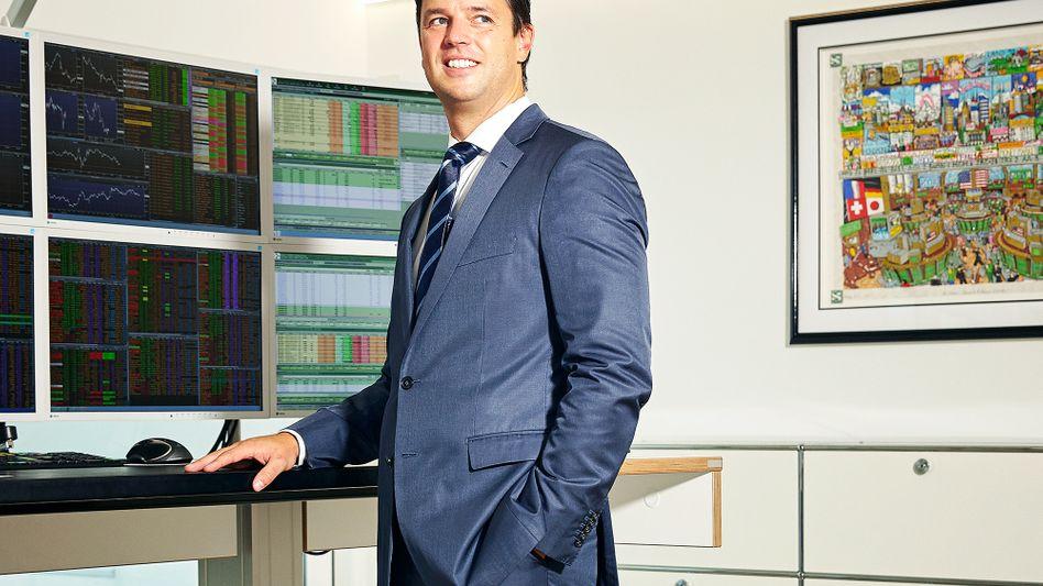 """Wall-Street-Abtrünniger Markus Wedel: Im Taxi zum nächsten Investorentermin fragten Firmenchefs ihn häufig, was sie mit ihrem Geld machen sollten. """"Die wollten in Aktien anlegen, trauten sich aber nicht"""", sagt der Ex-Banker. Für solche Menschen gibt es seit 2010 den Mischfonds WHC Global Discovery"""