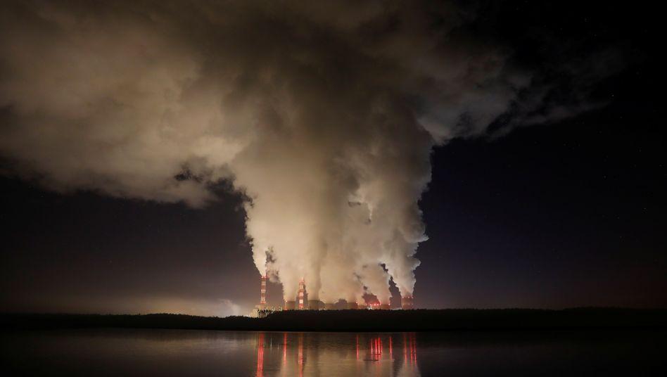 Das Kraftwerk im polnischen Bełchatów ist das größte Braunkohlekraftwerk der Welt