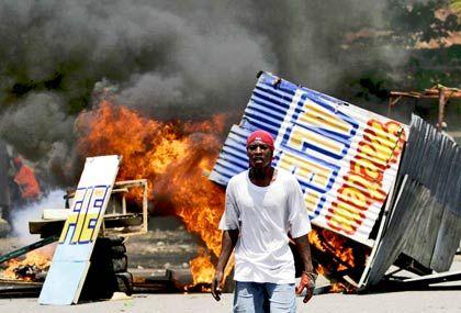 Blutige Proteste auf Haiti: Aus Wut über steigende Lebensmittelpreise jagten Demonstranten im Frühjahr 2008 den Regierungschef aus seinem Palast