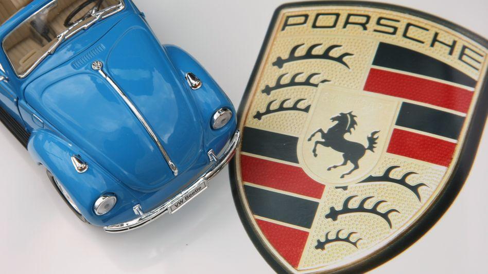 Schlacht um Volkswagen: Das Übernahmedrama zwischen Porsche und VW hielt die Republik in Atem - noch heute geht es um Milliarden Euro. Wiedeking und Härter müssen sich nun vor dem Stuttgarter Landgericht verantworten