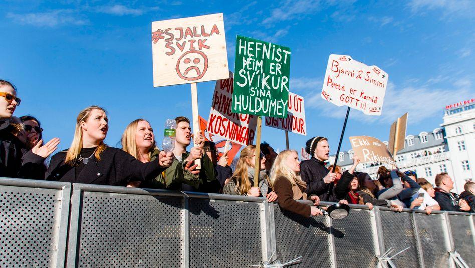 Aufstand vor dem Parlament in Reykjavik: Zehntausende forderten den Rücktritt ihres Regierungschefs