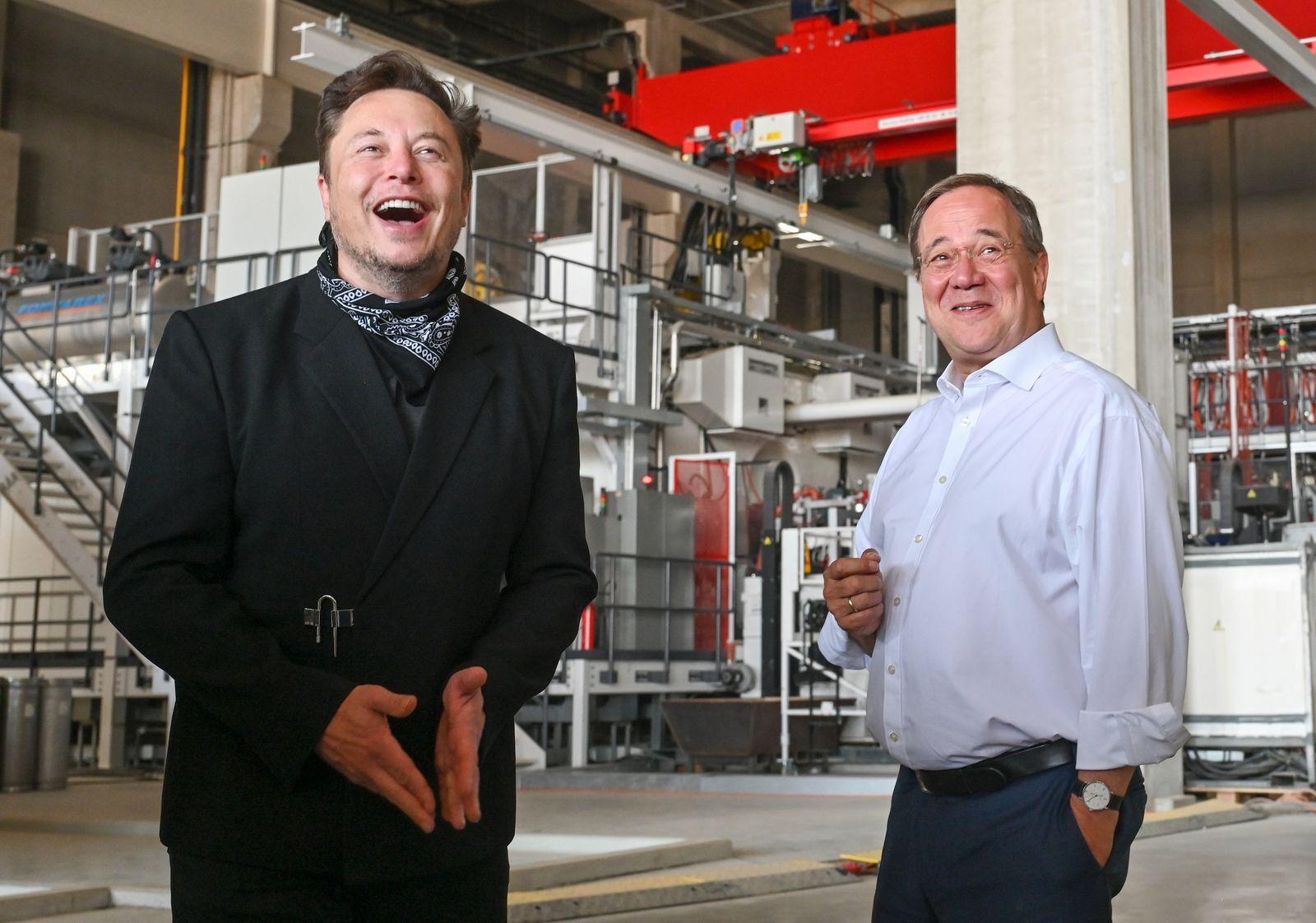 Wahlkampf CDU - Laschet und Musk besuchen Tesla Fabrik