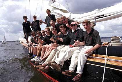 Gruppenbild mit Skipper: Falk im Kreise seiner Crew