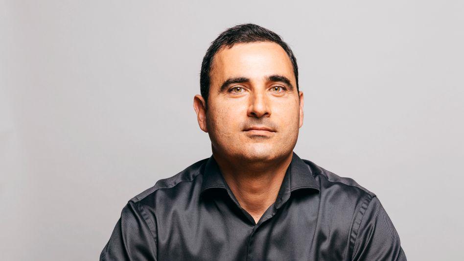 Flüchtlingskind: Sein Vater arbeitete zeit seines Lebens als Reinigungskraft, Amir Dayan kontrolliert ein Milliardenvermögen