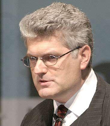 """Professor Christian Scholz lehrt Betriebswirtschaftslehre an der Universität des Saarlands in Saarbrücken und ist Autor des Buchs """"Spieler ohne Stammplatzgarantie. Darwiportunismus in der neuen Arbeitswelt"""", Wiley VCH, Weinheim 2003."""