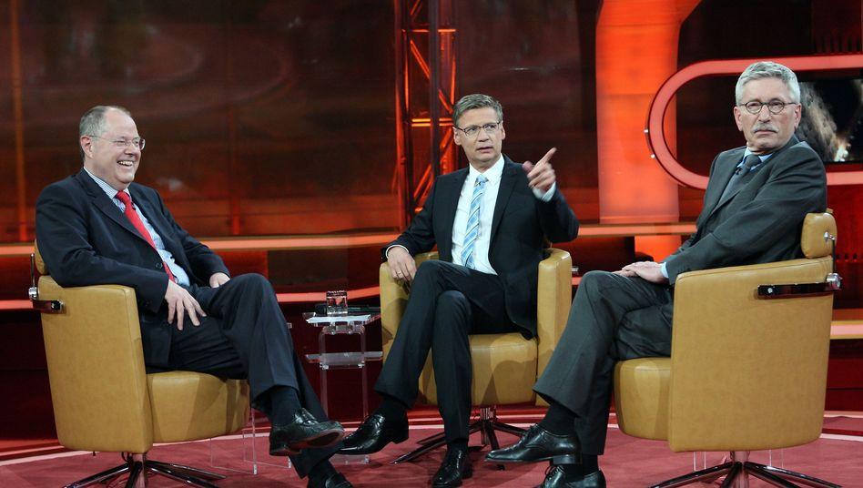 Zwei Stühle, zwei Meinungen: Ex-Finanzminister Per Steinbrück (l.) und Autor Thilo Sarrazin (r.) bei Günther Jauch