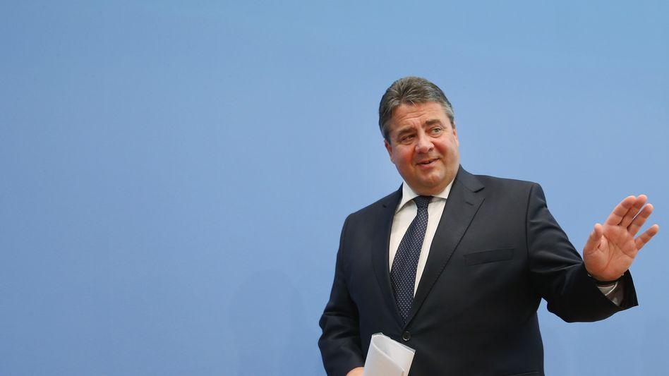 Kann sich vor Ratschlägen derzeit kaum retten: SPD-Chef und Bundeswirtschaftsminister Sigmar Gabriel Mitte Oktober in Berlin.