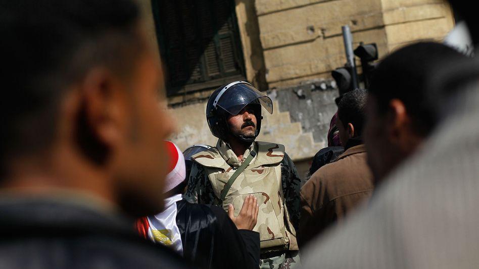 Auge in Auge: Solange auf den Straßen Kairos keine Ruhe einkehrt, bleibt wohl auch die Börse zu