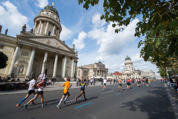 Berlin, Berlin, wir laufen durch Berlin: Wenn Sie beim Marathon dabei sein wollen, wird es höchste Zeit, mit dem Training zu beginnen