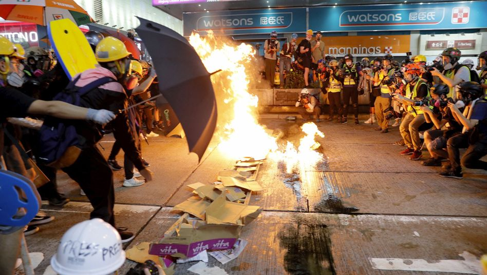 Proteste in Hongkong: Seit Juni protestieren die Bürger. Eine Machtdemonstration Pekings - auch mit militärischen Mitteln - ist nicht ausgeschlossen
