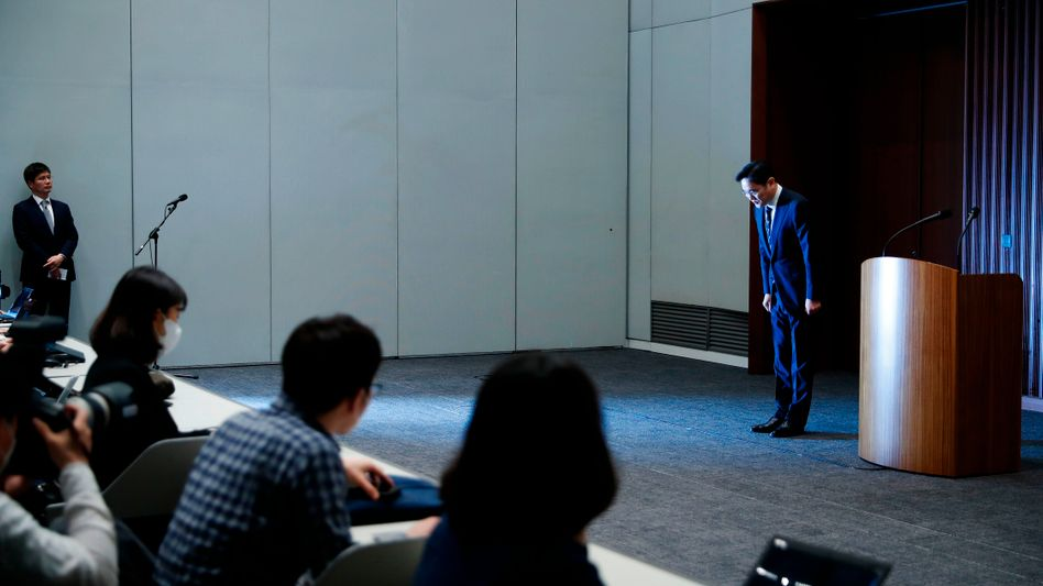 Lee Jae-yong, seit dem Herzinfarkt seines Vaters de facto Herr über Samsung, am Mittwoch vor Journalisten in Seoul