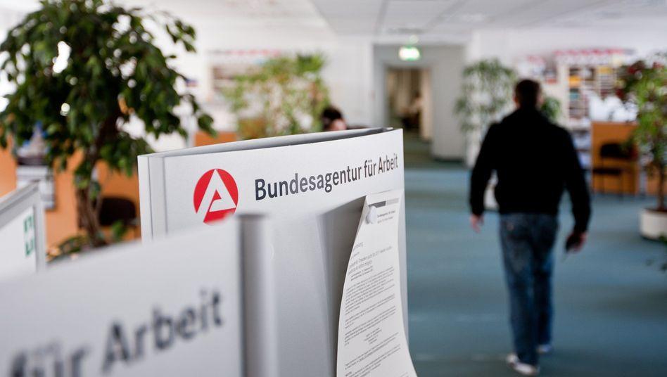 Niederlassung der Bundesagentur für Arbeit in Dresden: Weiterhin übermäßig viele Langzeitarbeitslose in Deutschland