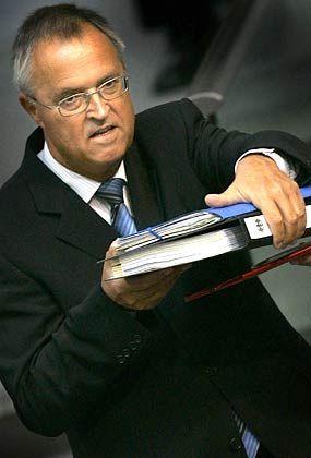 Fordert saftige Geldstrafen für Fehltritte von Managern: Finanzminister Eichel