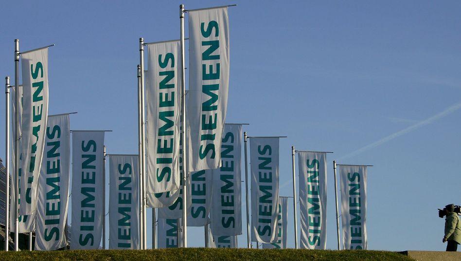 Mit wehenden Fahnen: Siemens-Chef Löscher ist mit seinem Konzernumbau angeblich noch nicht fertig